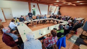 Engagierte Debatte: In der Besenbeiz des Längehofs in Schönenbuch stiessen die Nationalratskandidierenden auf kritische Zuhörer.