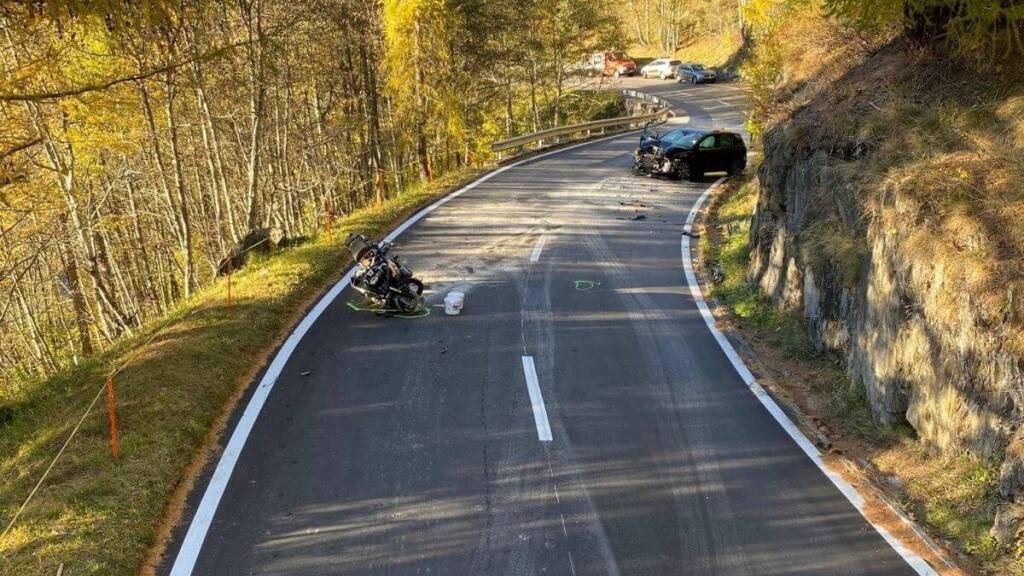 Töfffahrer stirbt bei Unfall auf Nufenen-Passstrasse
