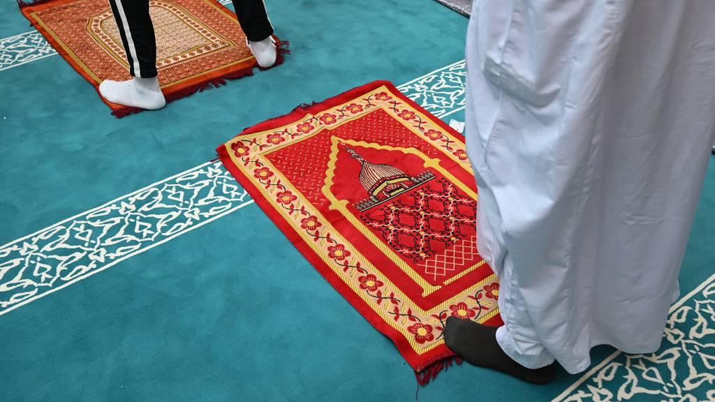 Nach Anschlagsplänen auf Moschee: 19-Jähriger auf der Flucht