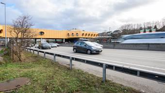 An dieser Stelle betrat die Britin die Fahrbahn. Sie wollte wahrscheinlich rasch auf die andere Seite der A2 gelangen – ihr Vorhaben endete tragisch.