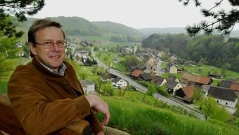 Felix Binder ist nach wie vor Präsident des Planungsverbandes. Das Bild zeigt ihn auf dem Aussichtspunkt oberhalb seiner Wohngemeinde Tegerfelden. (Archiv)