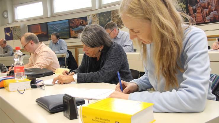 Die Teilnehmer an der Stenografie-Schweizermeisterschaft in Aarau schreiben schneller, als andere lesen können.