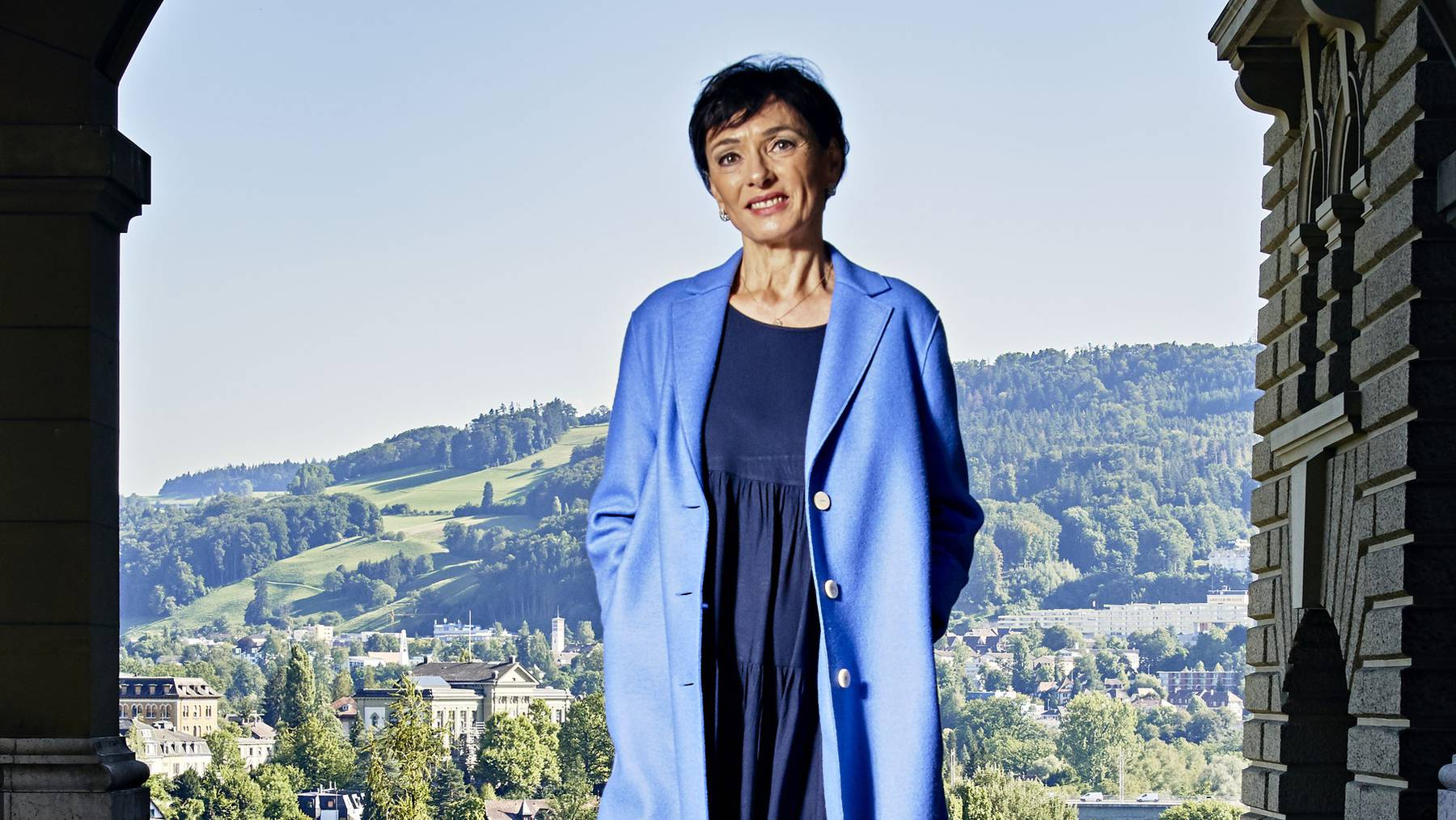 Marianne Binder im Durchgang von der Stadt zur Bundesterrasse in Bern. Sie sieht die Politik als eine Bühne, die sie gerne nutzt.