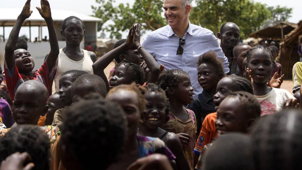 Bundesrat Alain Berset trifft am Montag Kinder in einem Lager für Vertriebene in Kaga-Bandoro in der Zentralafrikanischen Republik.