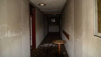 Zur Ermittlung der Brandursache wurden Spezialisten der Kantonspolizei Graubünden zugezogen. Der Sachschaden beträgt mehrere zehntausend Franken.