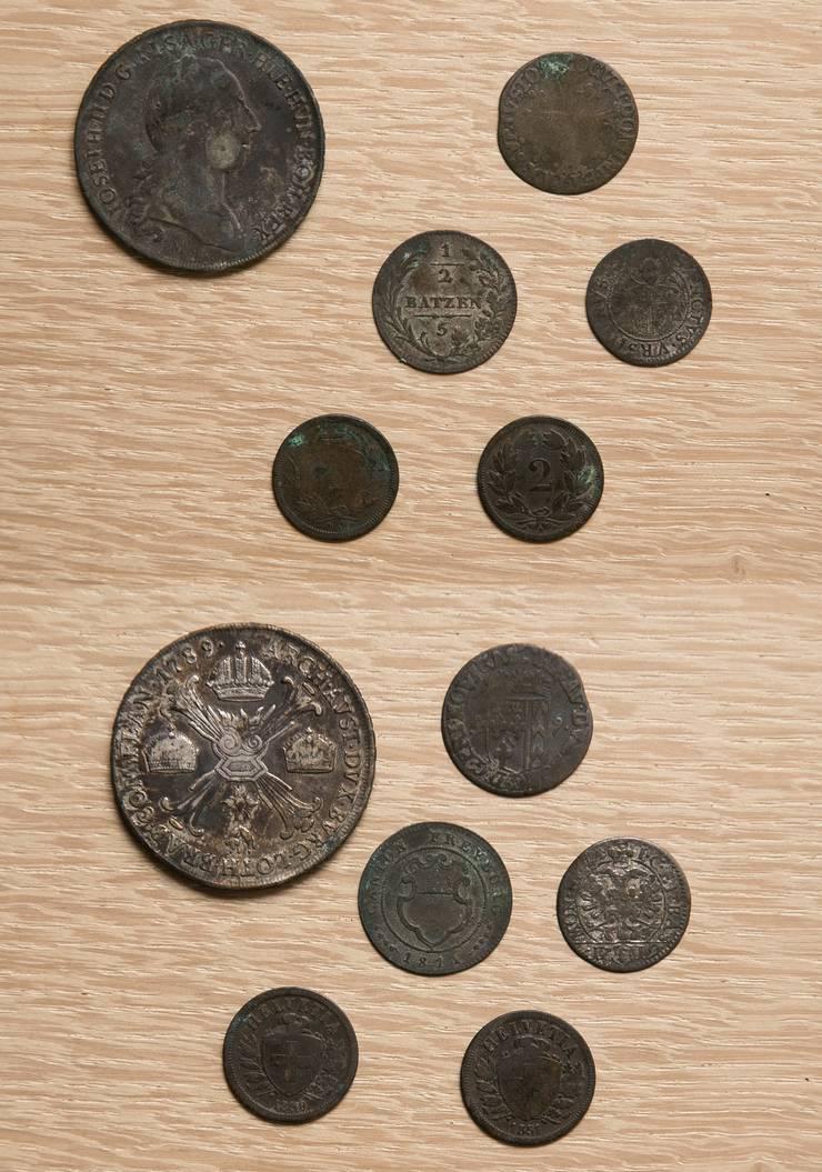 Neben einer Deckenbemalung sind inzwischen zehn alte Münzen hervorgekommen.