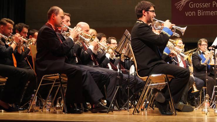 Umfassender Kornettstatz der vereinigten drei Brass Bands.