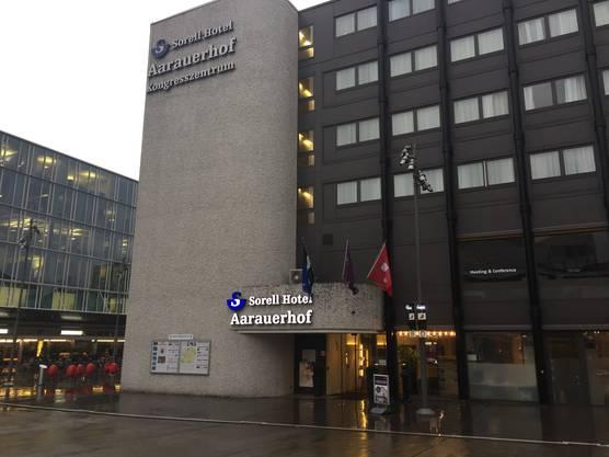 Der Aarauerhof befindet sich neben dem Bahnhofplatz.