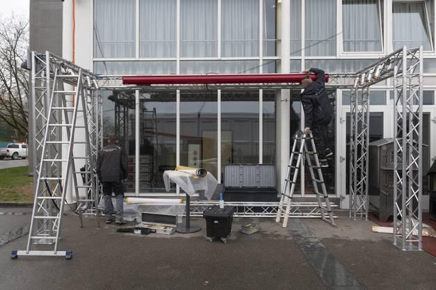Die Aufbauarbeiten für die 14. Frühlingsmesse Bauen und Wohnen laufen auf Hochtouren.