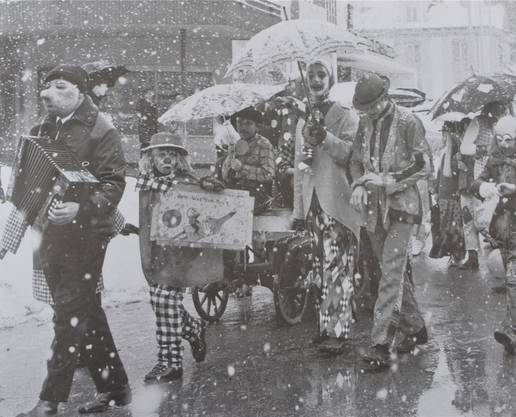 Szene aus einem Fasnachtsumzug unter der Leitung von Robert Stäger.