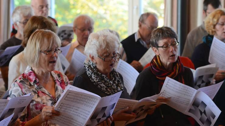 Zuerst die richtigen Töne, dann der Ausdruck – die beiden Windischer Kirchenchöre proben intensiv im Hinblick auf ihr Konzert im Dezember dieses Jahres.