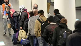 Eine Gruppe von Flüchtlingen in Rostock. Sie wollen weiter nach Schweden.