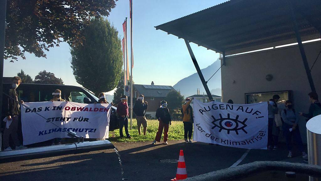 Obwaldner Kantonsräte von Klimaschützern zur Session empfangen
