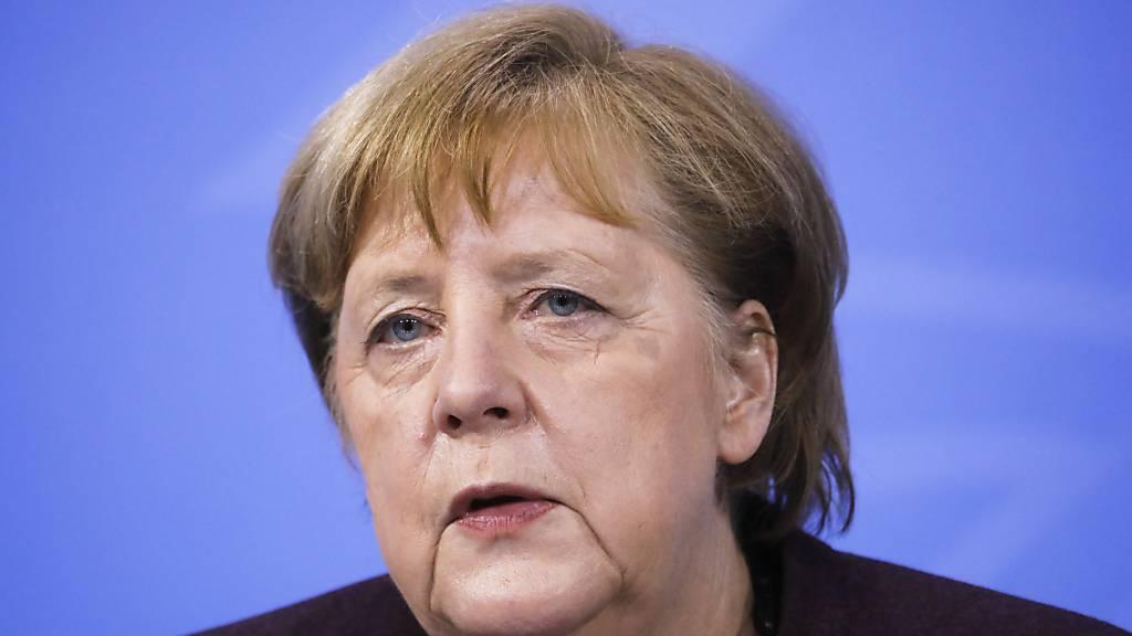 Bundeskanzlerin Angela Merkel (CDU) spricht während einer Pressekonferenz nach einer Videokonferenz mit den Ministerpräsidenten der Länder im Kanzleramt. Foto: Markus Schreiber/AP/dpa