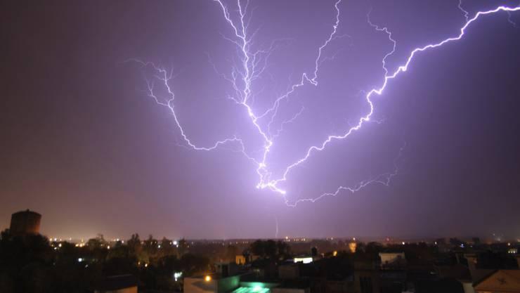 Durch zahlreiche Blitzeinschläge sind in Indien mindestens 94 Menschen getötet worden. (Archivbild)