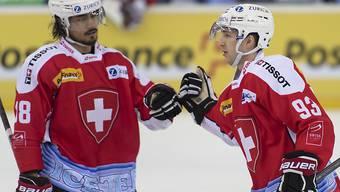 Eric Blum (links) gratuliert Doppeltorschütze Lino Martschini