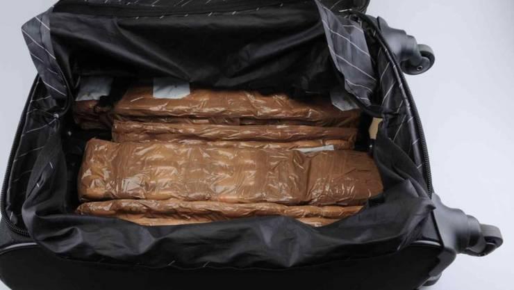 Der St. Galler Kantonspolizei ist ein grosser Drogenfund gelungen: Insgesamt stellte sie über neun Kilogramm Kokain sicher.