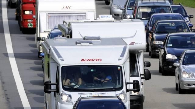 Geduld war gefragt: Fahrzeuge stauten sich auf der A2. (Archiv)