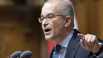 """Die Räte nähern sich bei der Umsetzung der Masseneinwanderungsinitiative einer Lösung an. Diese ist nach Meinung des Zürcher SVP-Nationalrats Gregor Rutz eine """"bedingungslose Kapitulation vor der EU""""."""