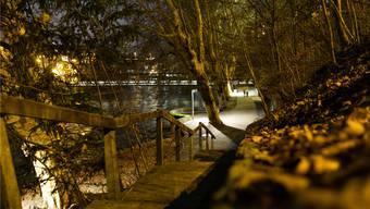 In den Abendstunden wird es zappenduster am Oelrain und auf der Treppe zur Limmatpromenade.