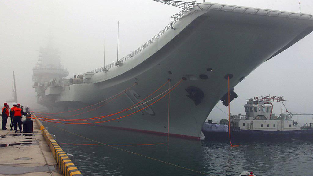 """Chinas Flugzeugträger """"Liaoning"""" durchkreuzt derzeit die Meerenge zwischen China und Taiwan. (Archiv)"""