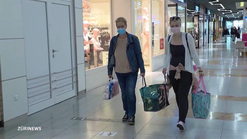 Einkaufstouristen schlagen Profit aus der Grenzöffnung