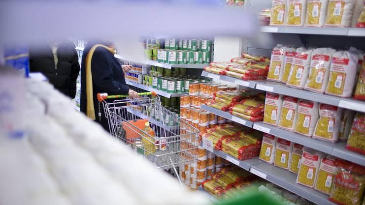 Hilfsorganisationen wie Caritas oder Tischlein deck dich retten Lebensmittel vor der Vernichtung und verteilen sie an armutsbetroffene Menschen.