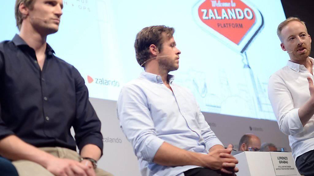 Die Zalando-Chefs David Schneider, Robert Gentz und Rubin Ritter freuen sich über noch höhere Gewinne. (Archiv).