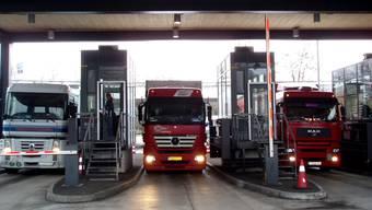 LKW-Kontrolle am Autobahnzoll Rheinfelden (Symbolbild)