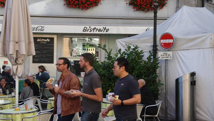 Beliebt: Der Happen beim Vorbeigehen vom «Bistraito»-Aussenstand.