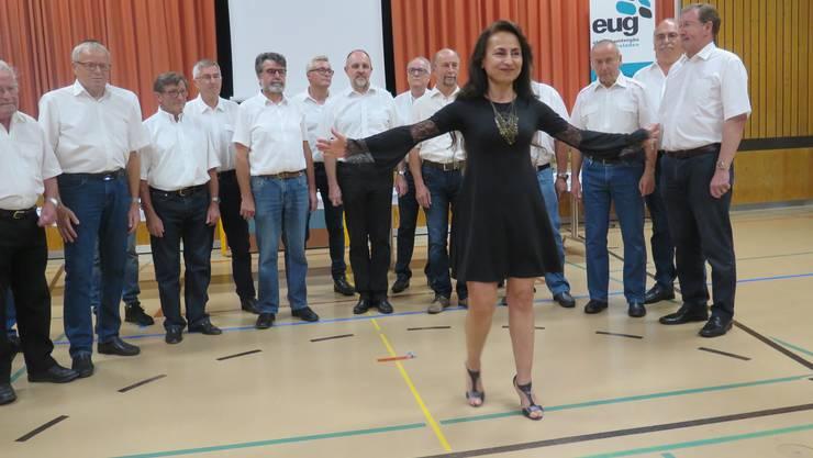 Applaus für den Chor unter der Leitung von Jasmine Asatryan