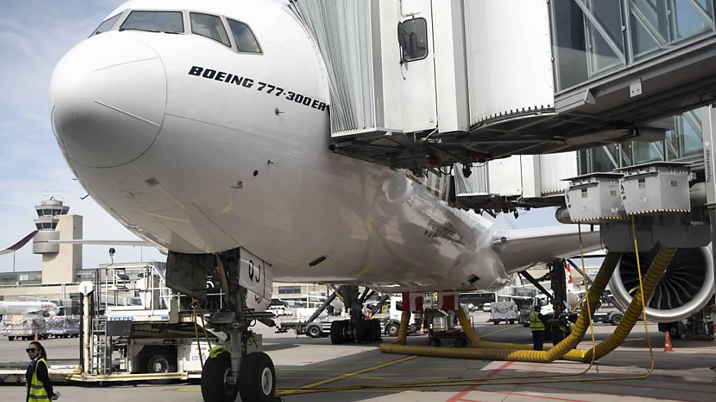 Nicht mehr viel Betrieb ist auf dem Flughafen Zürich-Kloten, seit das Coronavirus das Reisen schwieriger gemacht hat.
