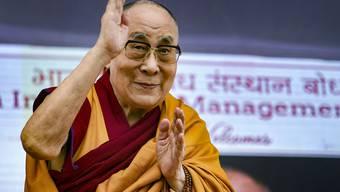 ARCHIV - Der Dalai Lama, das spirituelle Oberhaupt der Tibeter, spricht im indischen Bodh Gaya. Foto: Sanjay Kumar/PTI/dpa