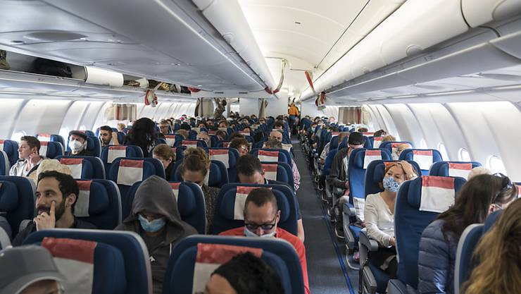 Schweizer Reisende auf einem Flug von Kolumbien zurück in die Schweiz. (Archivbild)