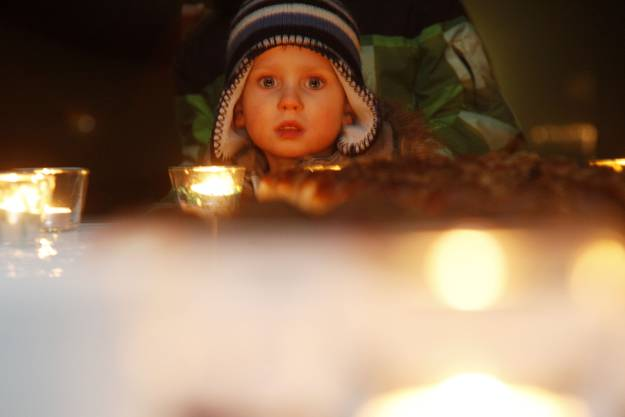 Kerzenschein und verklärte Kinderaugen