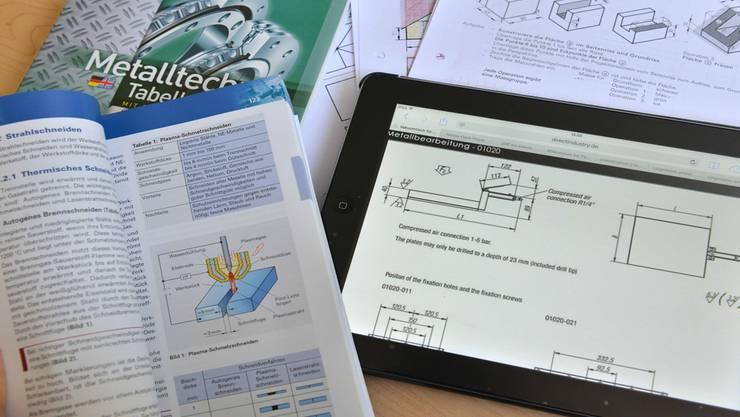 Tablet-Computer halten Einzug in den Unterricht – viele Berufsschüler schätzen das.