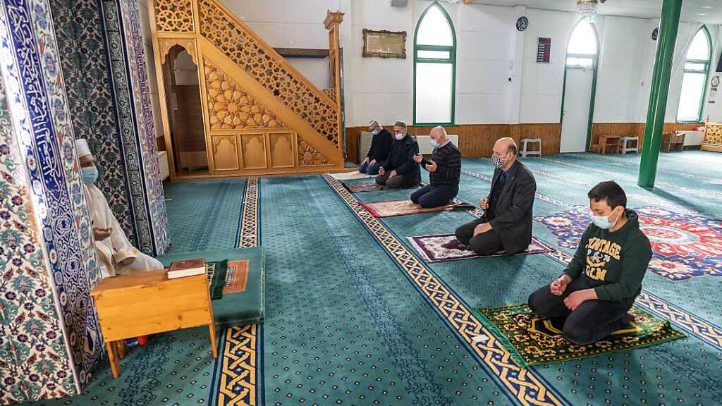 Muslime beginnen Ramadan – Corona-Auflagen in vielen Ländern