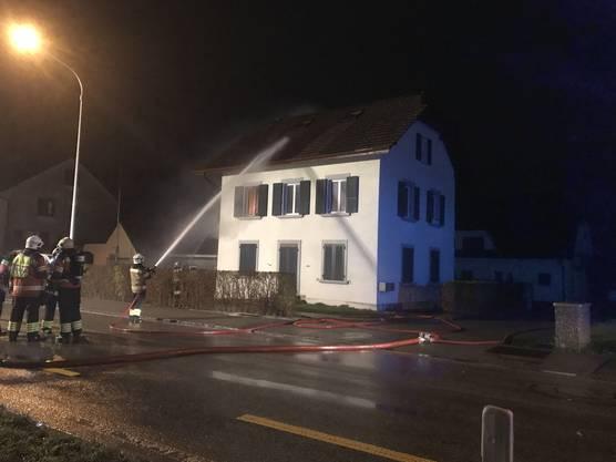Am Sonntagabend brannte in Luterbach ein Zimmer in einem Mehrfamilienhaus.
