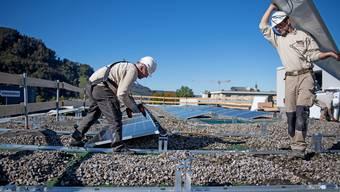 Statische Abklärungen zeigen, dass auf der Zweienhalle eine Solaranlage errichtet werden könnte (Themenbild).
