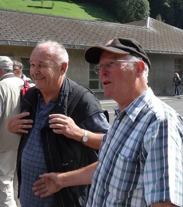 Pius Muntwiler und Stollenführer Toni Zingg. Beide kennen sich aus früheren Zeiten.