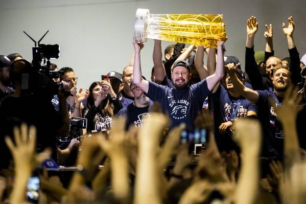 Die ZSC Lions holen den Meistertitel.
