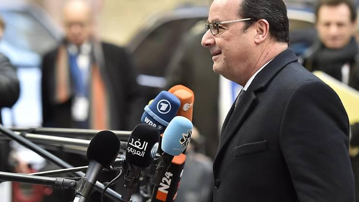 Frankreichs Präsident François Hollande, hier am EU-Gipfel in Brüssel: Der Sozialist hat von den Verfassungsrichtern in seiner Heimat grünes Licht für Hausdurchsuchungen und Versammlungsverbote erhalten.