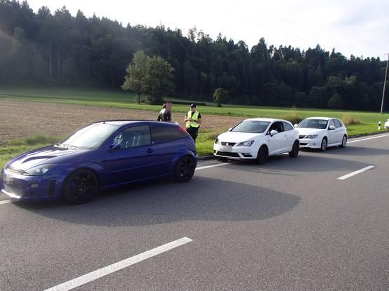 Schöftland AG, 22. August: Ein unbekannter Autofahrer hat durch ein Bremsmanöver einen Auffahrunfall verursacht.