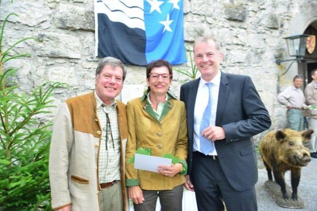 Christoph Fischer mit Jungjägerin Claudia Bolliger aus Aarau und RR Attiger. 33.jpg