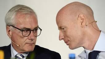 """Ringier-CEO Marc Walder (rechts) und """"Blick""""-Besitzer Michael Ringier (links) im Gespräch. Unklar ist, ob sie sich wegen des möglichen Verkaufs einig gewesen sind."""