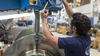 In der Industrie gibt es bald vier Jahre nach Aufhebung des Mindestkurses wieder viel Arbeit. In den Löhnen schlägt sich das noch nicht nieder.