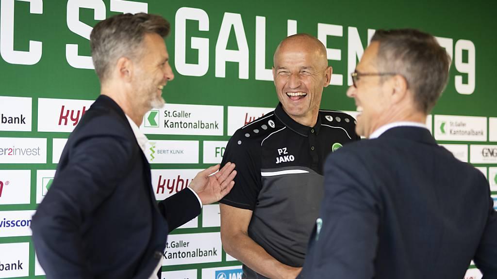Der FC St.Gallen hat gut lachen: Sportchef Alain Sutter, Trainer Peter Zeidler und Präsident Matthias Hüppi (von links nach rechts).