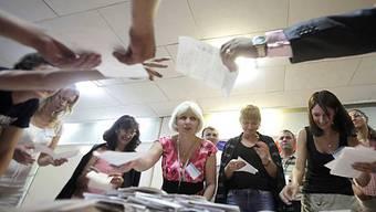 Stimmenzähler im Wahlbüro in Moldawien