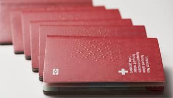 Weil im Kanton weniger Pässe ausgestellt wurden, fehlen dem Migrationsamt nun Einnahmen von rund 1,1 Millionen Franken. (Themenbild)