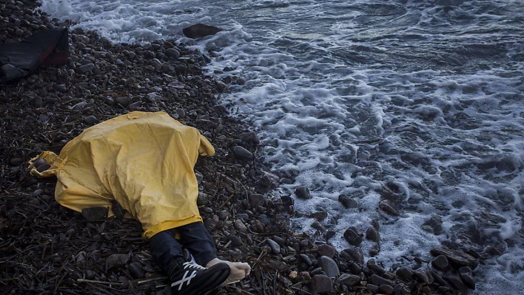 Zwischen 2014 und 2018 waren es insgesamt fast 1600 Kinder und Jugendliche im Zusammenhang mit Migration gestorben - allein 678 davon bei der Reise über das Mittelmeer. (Symbolbild)